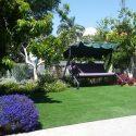דשא סינטטי באזור ישיבה בגינה פרטית